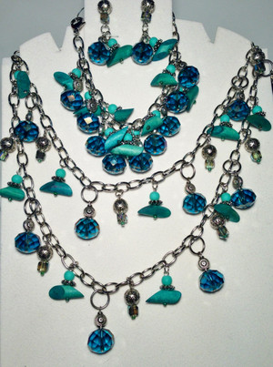 Turquoise Crystals and Wood Necklace, Bracelet and Earrings Set