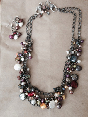 Pearl and crystals cluster necklace set