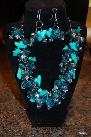 Blue crystal cluster necklace set
