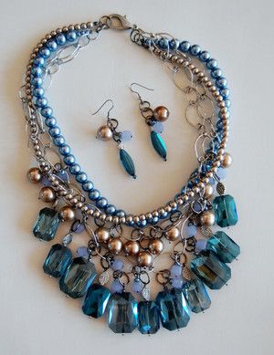 Blue Crystal Cluster with Pearls Necklace Set