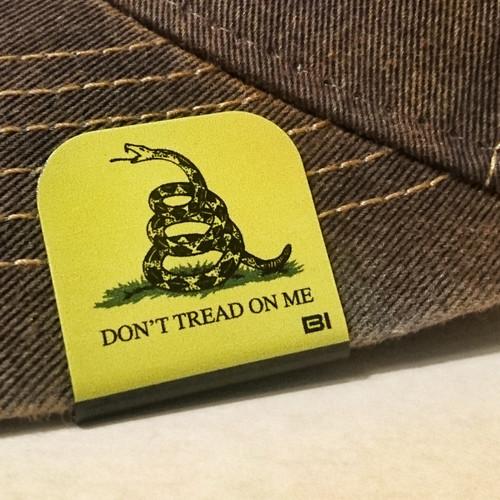 Hat clip Brim-it Dont tread on me color