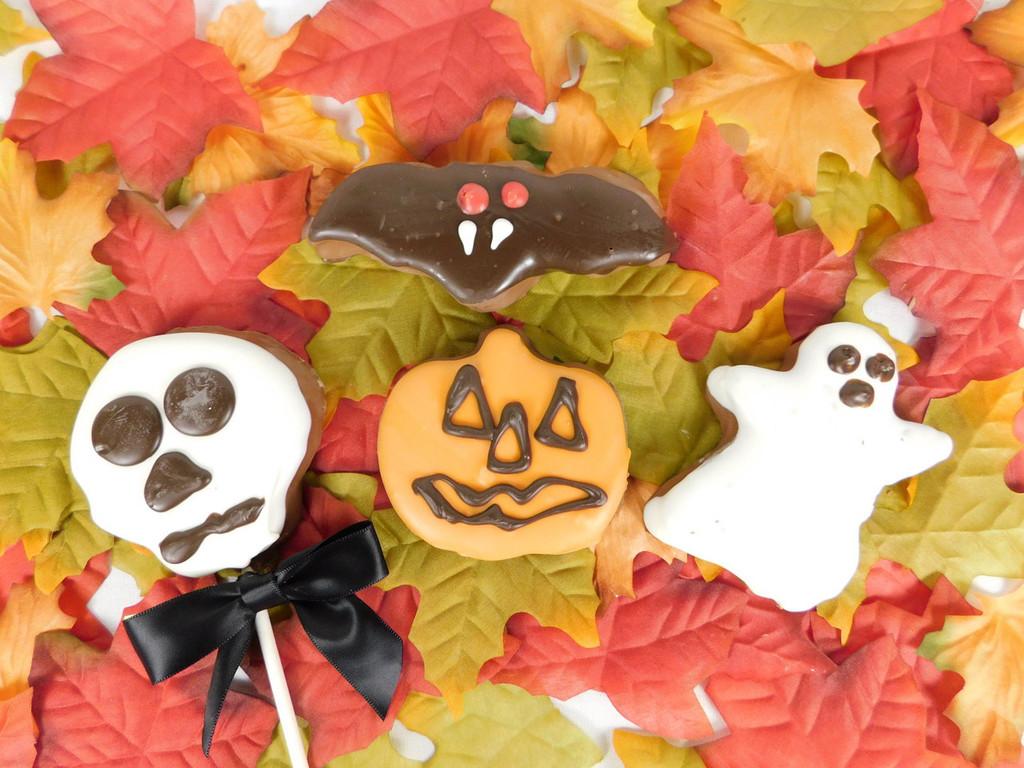Marshmallow Gosht, Pumpkin, Skull and Bat chocolate covered.
