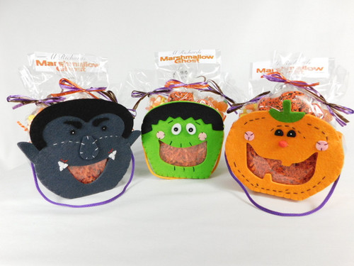 This Halloween Face Felt Bag contains, marshmallow gosht or pumpkin, 2oz. jelly pumpkin, 2oz. candy corn and 2oz. chocolate covered sprinkled mini pretzels.