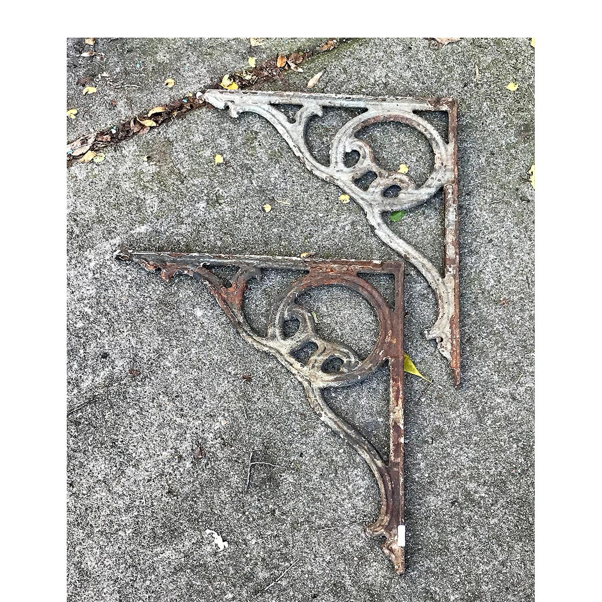 S17056 - Pair of Antique Late Victorian Cast Iron Sink/Shelf Brackets