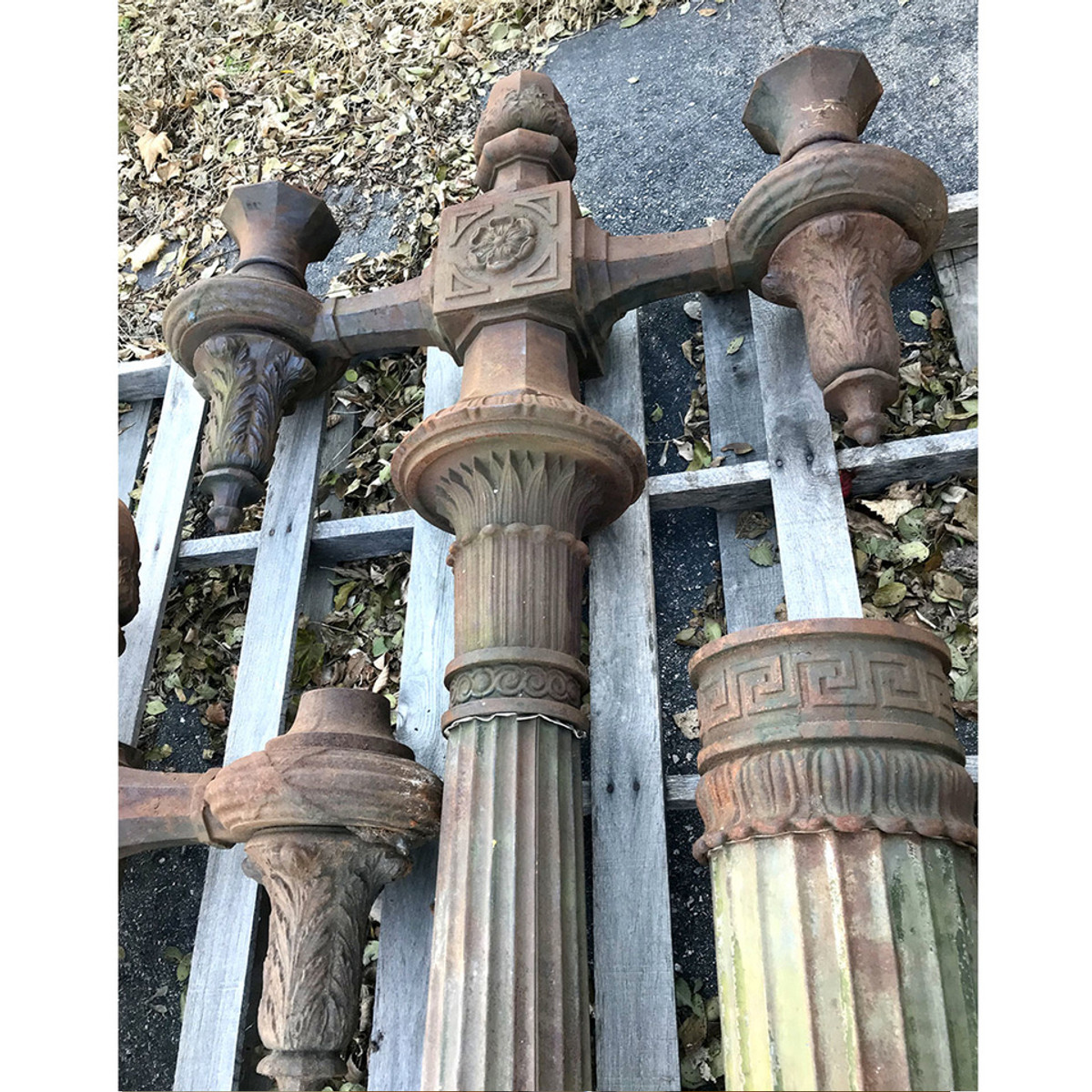 L17272 - Antique Cast Iron Lamp Post