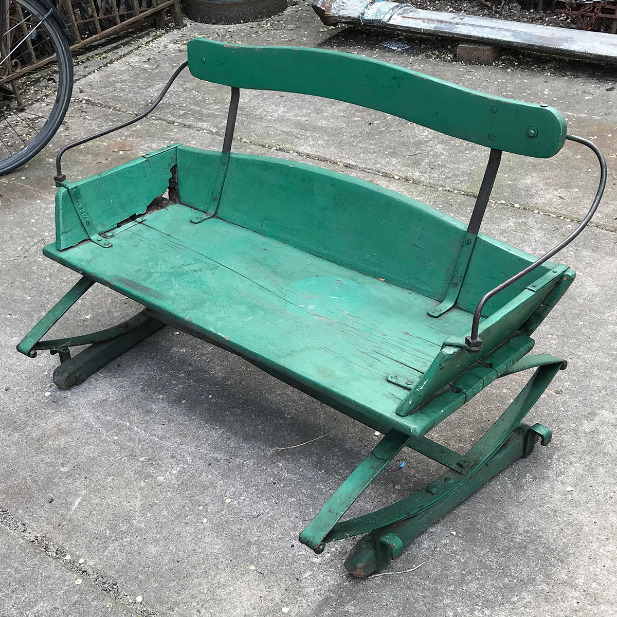 F18061 - Antique Buggy Seat