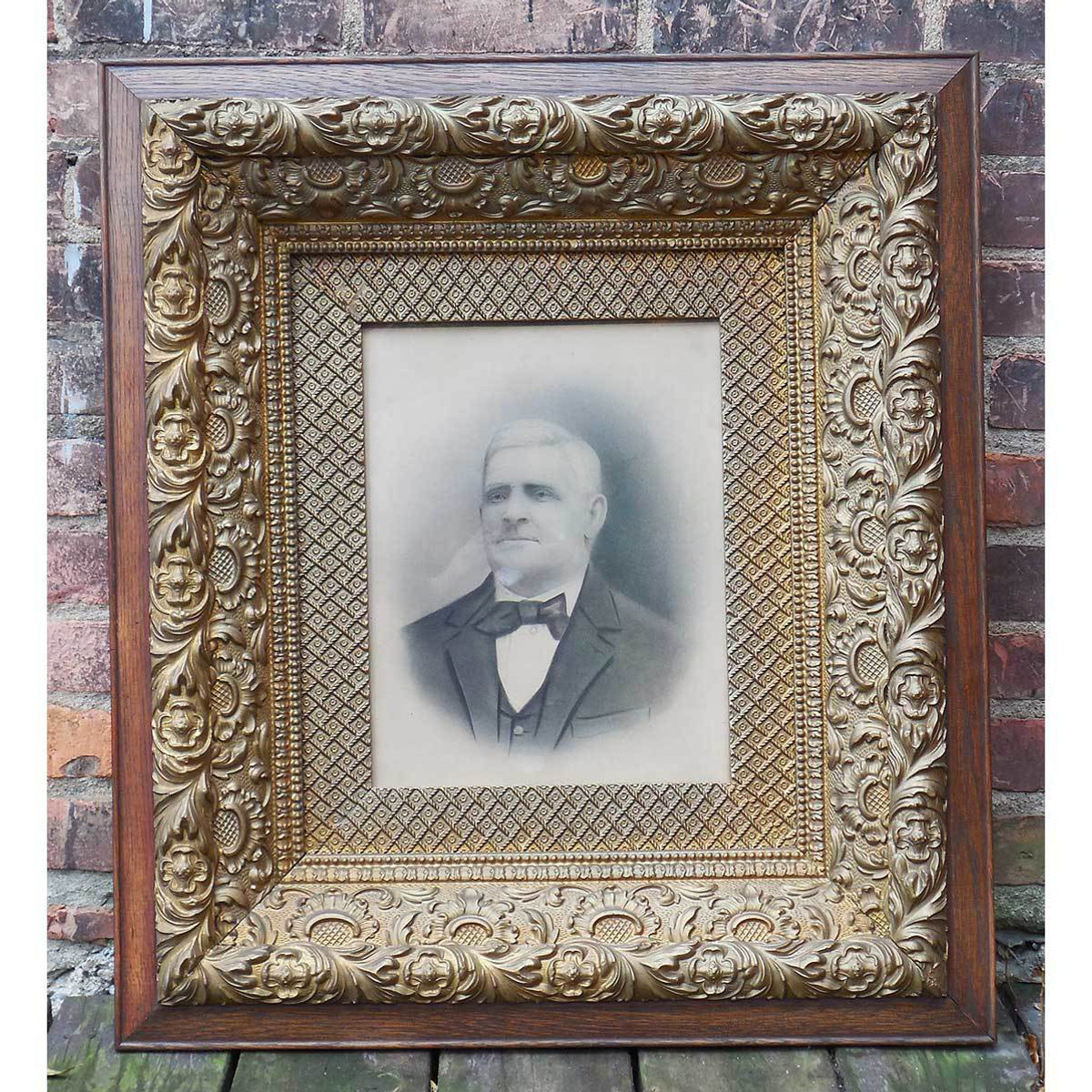 A14056 - Antique Victorian Portrait in Gilt & Wood Frame