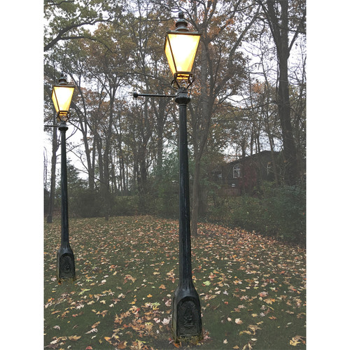 L18019   Antique Lantern And Lamp Posts