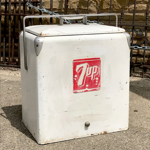 A18107 - Vintage White 7-up Cooler
