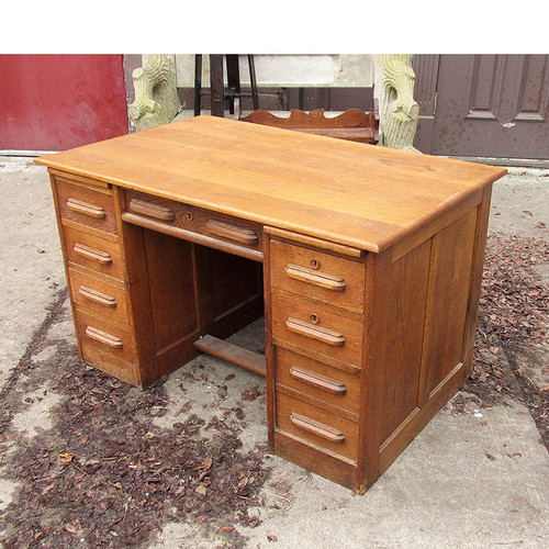 F15137 - Antique Oak Revival Period Double Pedestal Desk