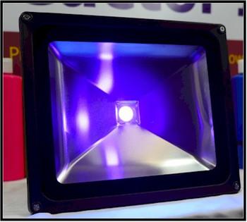 High ultra violet output floodlight using UV super 395 NM chips