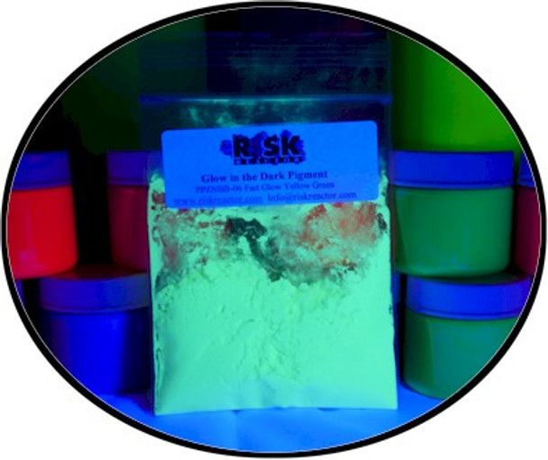 Fast green glow in the dark powder also reacts under black light