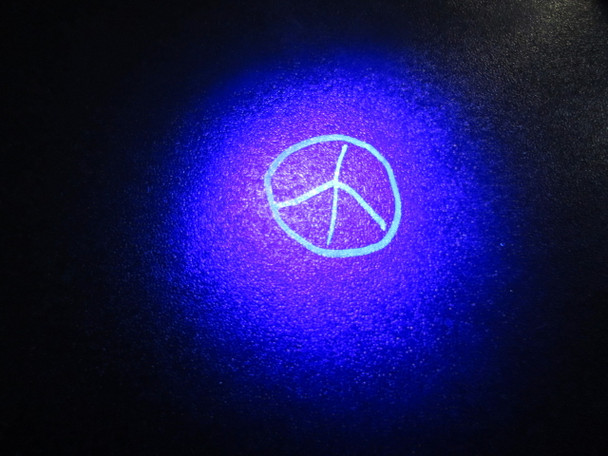 IF1P-MC0 Solvent invisible blue fluorescent ink on a table.