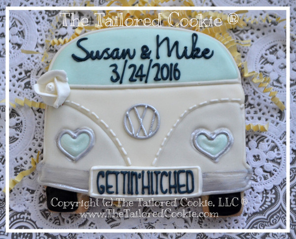 Decorated cookie by Susan of thetailoredcookie.com