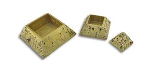 https://s3.amazonaws.com/zeckosimages/65415-gold-egyptian-pyramid-trinket-box-1I.jpg