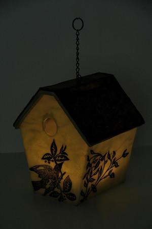 https://s3.amazonaws.com/zeckosimages/PSS08-birdhouse-hanging-lamp-1I.jpg