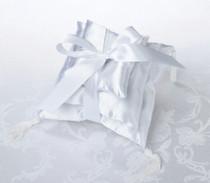 3 Stacked Pillow Shiny White