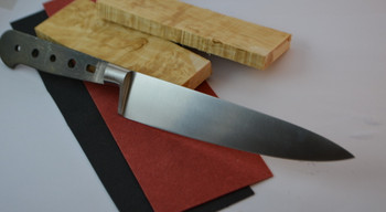 150 mm French Forged blade with integrated bolster, Curly birch scales, red or black fibre spacer material