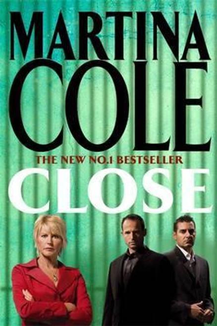 Cole, Martina / Close (Large Paperback)