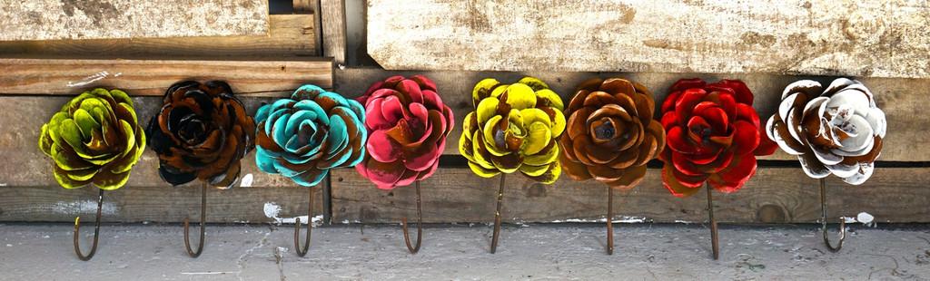 Grande Rose Hooks