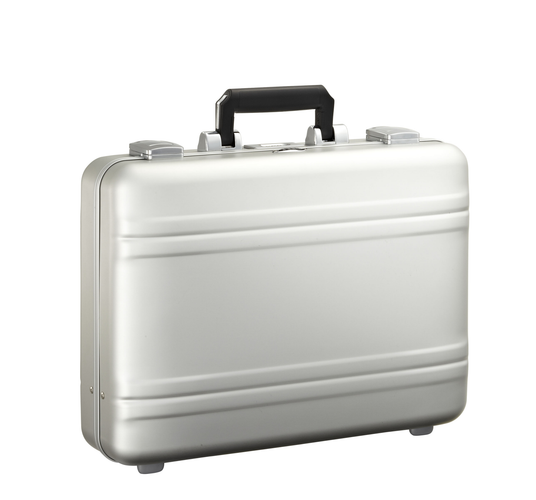 ZERO HALLIBURTON LUGGAGE IS BACK!