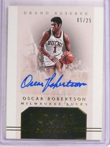 2016-17 Grand Reserve Local Legends Oscar Robertson autograph #D05/25 *69648