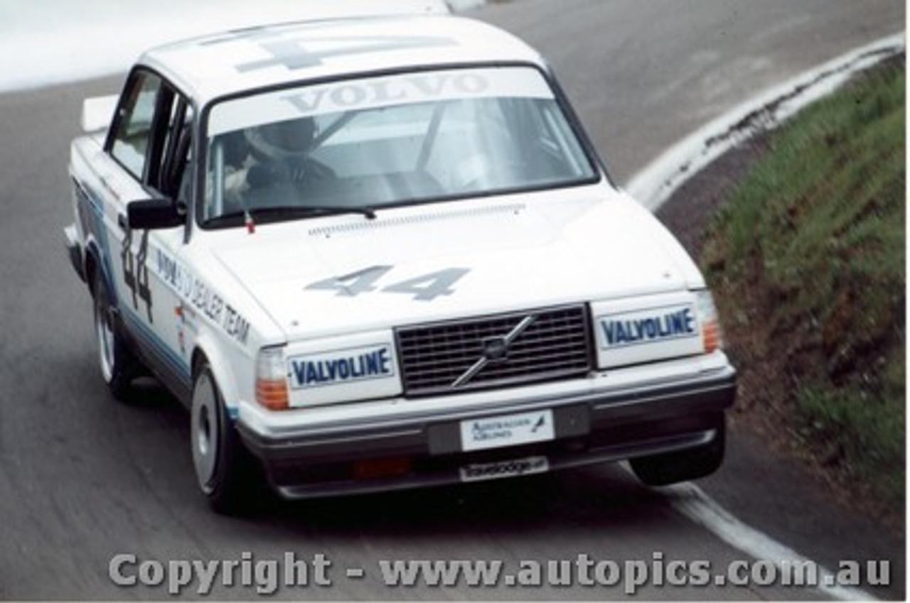 86717 - Bowe / Costanzo Volvo 240 Turbo  Bathurst 1986