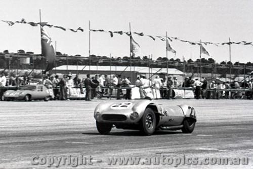 61524 - Murray Carter, Corvette Special - Ballarat Air Strip 1961 - Photographer Peter D Abbs