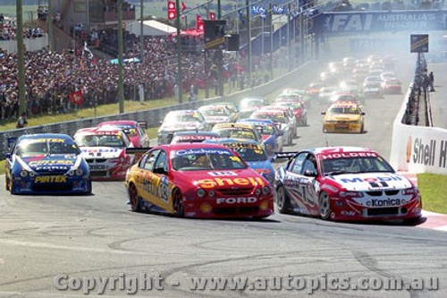 99721 - The Start - Bathurst FAI 1000 1999 - C.Lowndes/C.McConville Commodore VT - P.Radisich/S.Ellery Ford AU - Photographer Craig Clifford