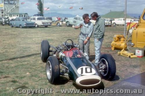 64542 - Bruce McLaren Cooper Climax Lakeside 1964 - Photographer Laurie Johnson