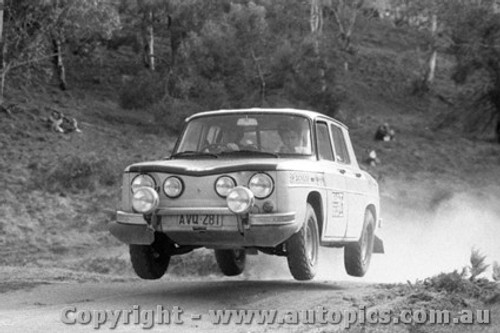 71954 - Bob Watson Renault R8 Gordini  KLG Rally October 1971 - Photographer Lance Ruting