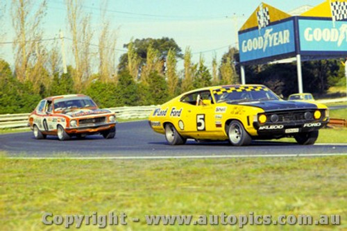 73031 - John Goss XA Falcon leads Peter Brock Torana XU1 - Sandown 1973