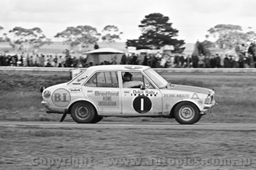 71246 - Doug Chivas / Norm Bolitho, Mitsubishi Colt - Dulux Rally - Calder 15th August 1971 - Photographer Peter D'Abbs
