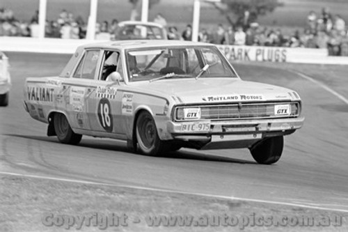 71252 - Jack Murray / John Bryson, Valiant Pacer - Dulux Rally - Calder 15th August 1971 - Photographer Peter D'Abbs