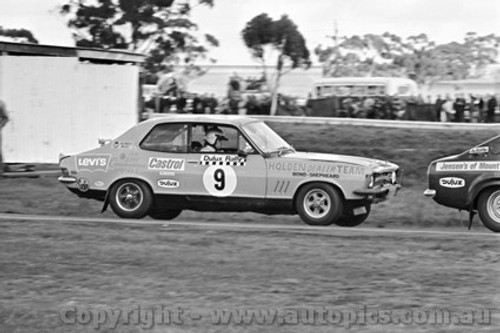 71253 - Colin Bond / George Shepheard, Torana XU1 - Dulux Rally - Calder 15th August 1971 - Photographer Peter D'Abbs