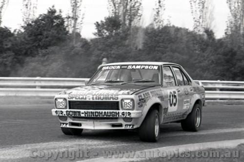 75056 - Peter Brock Holden Torana L34 SLR5000 - Sandown 1975 - Photographer Peter D'Abbs