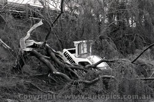 75058 - B. Forbes / W. Negus  Holden Torana L34 SLR5000 - Through the fence at Peters corner Sandown 1975 - Photographer Peter D'Abbs