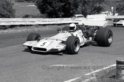 70653 - Kevin Bartlett - Mildren Chev-Bartz - Sandown 1971 - Photographer David Blanch
