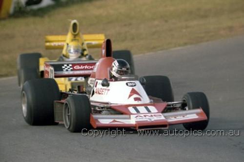 80608 -  J. Bowe Elfin MR8 & John Wright Lola T400  -  Oran Park 1980 -  Photographer Lance J Ruting