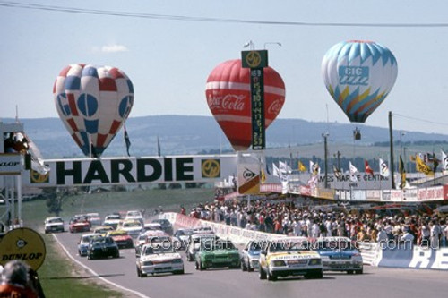 86700  -  The Start Bathurst 1986 - G. Bailey / A. Grice Commodore VK in the lead - Photographer Ray Simpson