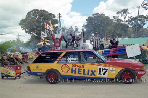 99723 - Dick Johnson Fan Club on top of the mountain - Bathurst FIA 1000 1999 - Photographer Marshall Cass
