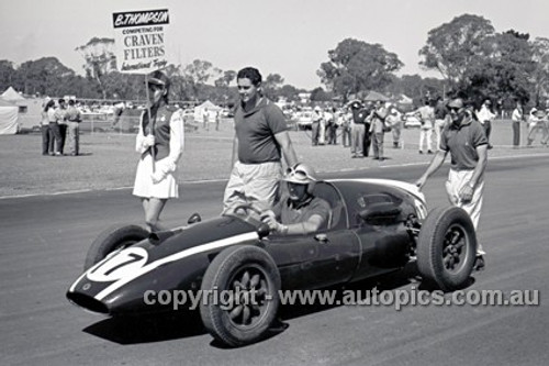 62558 - Bryan Thomson, Cooper - Sandown 1962 - Photographer  Peter D'Abbs