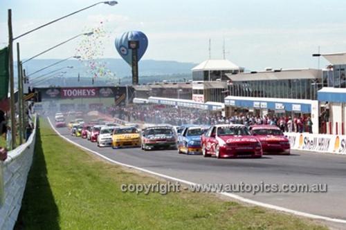 95700 - Start of the Bathurst 1000 - 1995 - Photographer Marshall Cass