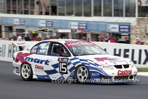201726 - T. Kelly & G. Murphy, Holden Commodore VX - 3rd Outright Bathurst 2001 - Photographer  Marshall Cass