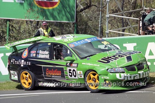201748 - M. Donaher & L. Crambrook, Holden Commodore VT - Bathurst 2001 - Photographer  Marshall Cass