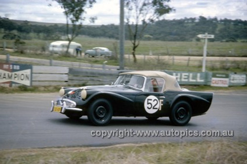 620001 - Leo & Ian (Pete) Geoghegan, Daimler SP250 - Bathurst Six Hour Classic - 30th September 1962 - Photographer Bruce Wells.