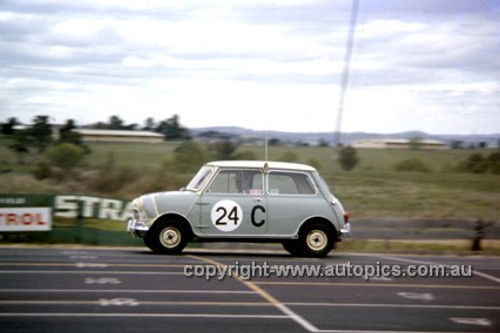 620004 - B. McPhee & B. Mulholland, Morris Cooper - Bathurst Six Hour Classic - 30th September 1962 - Photographer Bruce Wells.