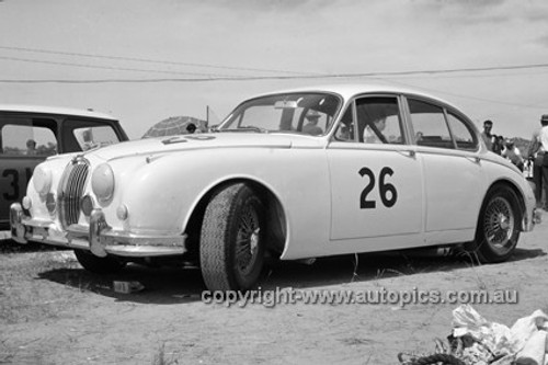620028 -  Bob Jane, Jaguar 3.8 - Hume Weir 26th December 1962 - Photographer Bruce Wells.