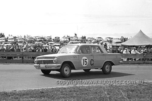 63056 - Fred Morgan & Ralph Sach, Holden EH S4 - Bathurst Armstrong 500 1963