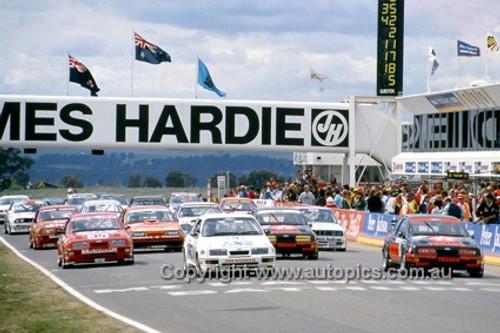 87000 -  The Start, Bathurst 1987 - Ford Sierra  - Photographer Ray Simpson
